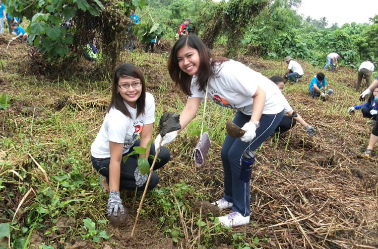 Philippines Students Planting Trees
