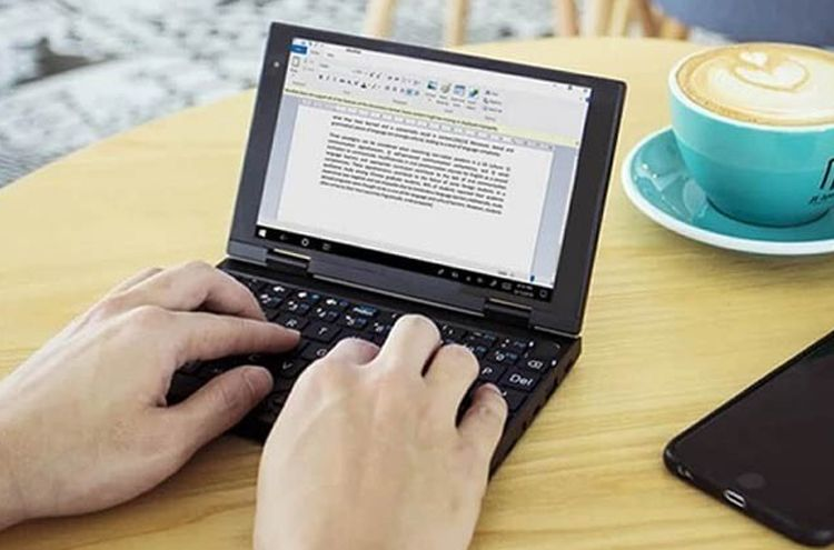 The world's smallest 4G laptop and tab made