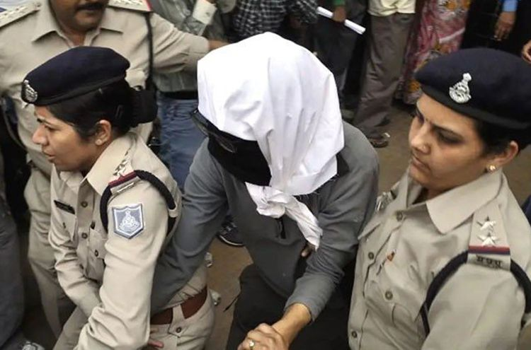 In India a female police sub-inspector skillfully arrested a robber
