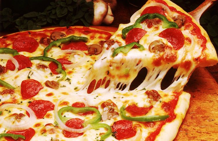 American company develops a machine that can make hundreds of pizza in one hour