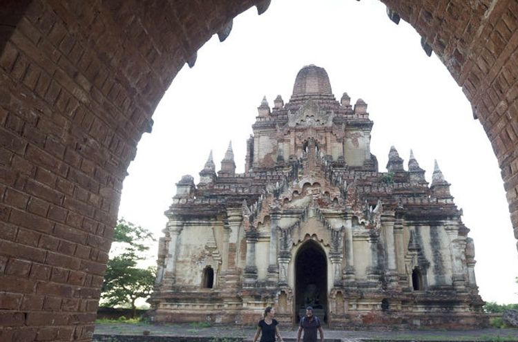 European couple make porn video at Myanmar religious place