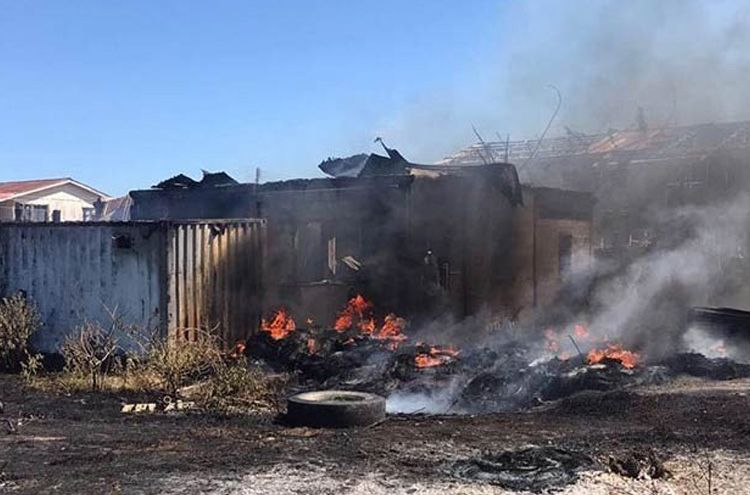 An foolish man set a house on fire in an attempt to kill a snake