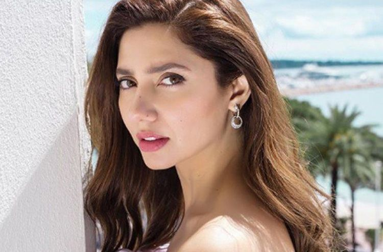 Who is Mahira Khan's favorite poet?