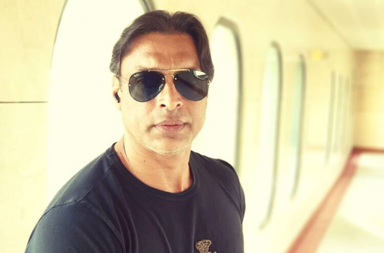 Both Salman and Shah Rukh treat me like younger brothers, Shoaib Akhtar